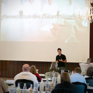 Dr. Alexander Grau, Praxis Dr. Geiger - Sportzahnarzt Augsburg, stellte die Interdisziplinarität in den Fokus: Zahnmedizin und Hoch-/Leistungs-/Sport als starkes Team.